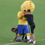 La broma de Neymar y Coutinho hoy en el entrenamiento