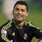 Fanático se tatúa el nombre y número de Cristiano Ronaldo en toda su espalda