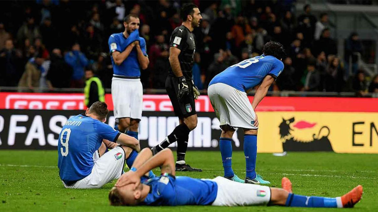 """Prensa italiana llora y explota: '""""¡Fuera todos!"""""""