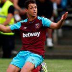 West Ham pone a la venta a «Chicharito» Hernández