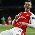 Arsenal retiene a Özil con un sueldo millonario