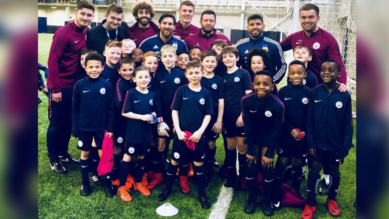 Los niños del City enloquecieron por Messi