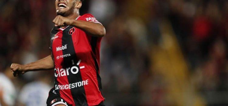 Alex López marca su primer gol con Alajuela