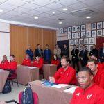Denuncian curso de entrenadores de Xavi y Raúl