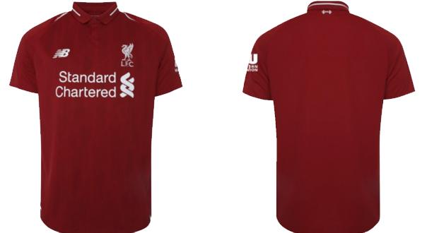 ffcfff62b943b Todos los logos en la parte delantera de la camisa también son blancos