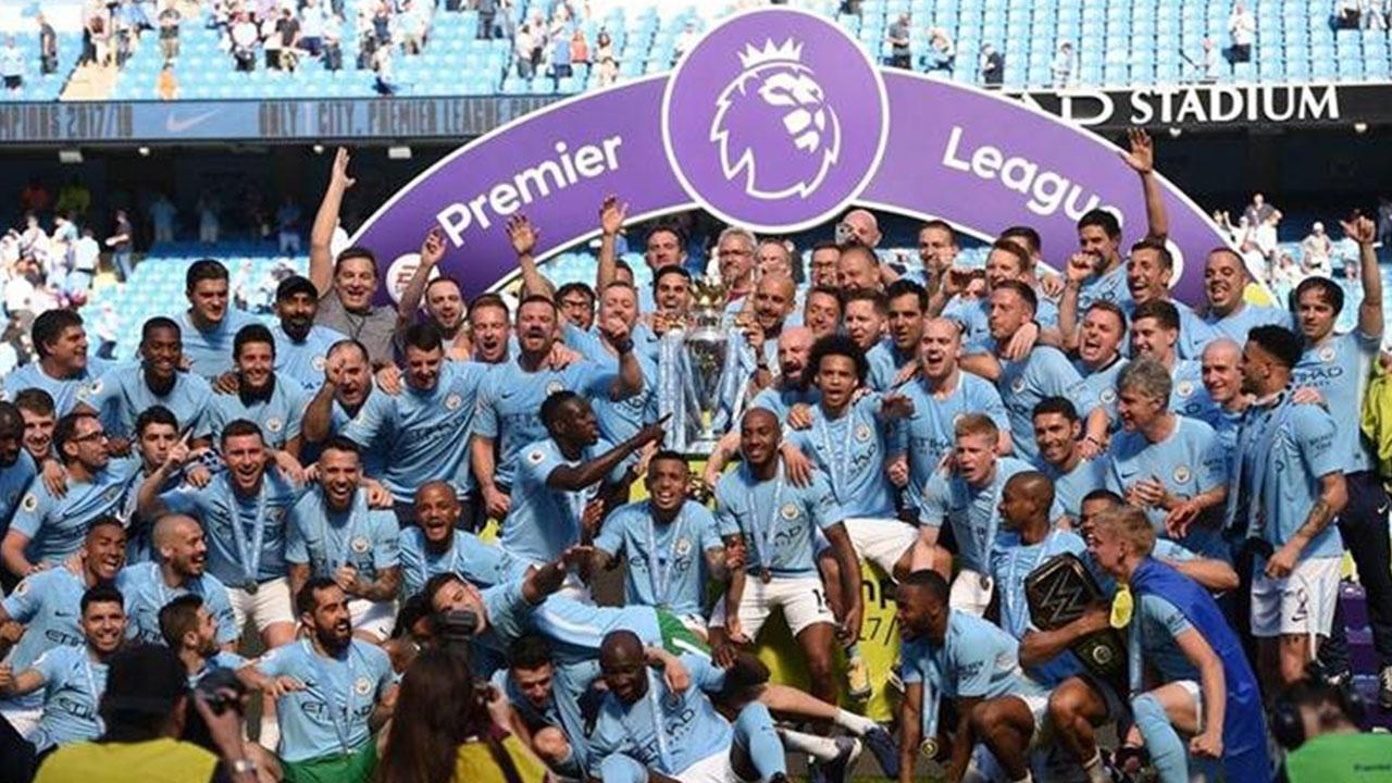 Manchester City festeja el título con su afición