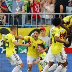 Yerry Mina mete a Colombia en octavos