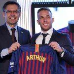 Barcelona presenta al brasileño Arthur Melo