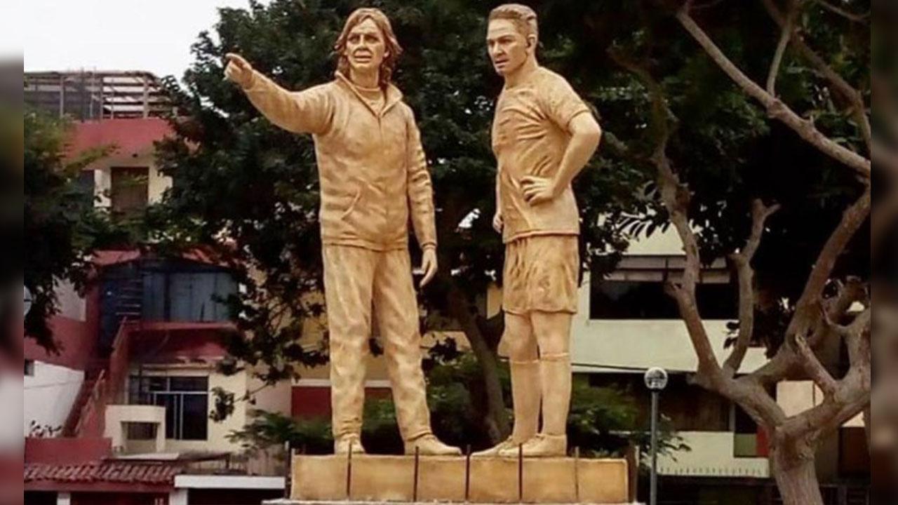 Tras el Mundial, erigen estatuas a Gareca y Guerrero en Lima