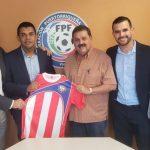 Amado Guevara firma contrato con Selección de Puerto Rico