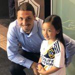 La niña que emocionó a Zlatan Ibrahimovic (VÍDEO)