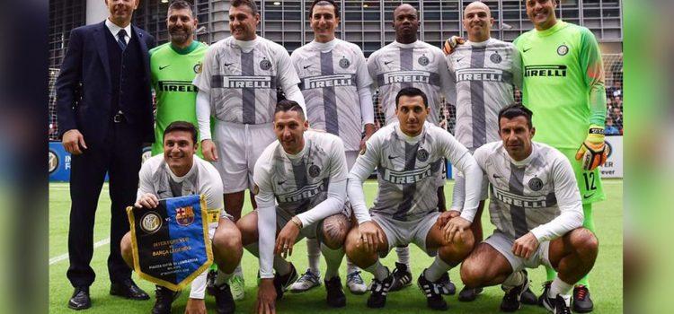 Leyendas del Inter con David Suazo derrotan al Barcelona