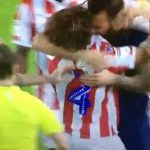 Futbolista inglés enfurece y muerde a rival y solo recibe tarjeta amarilla (VÍDEO)