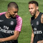 Así le enseña Neymar a bailar a Mbappé (VÍDEO)