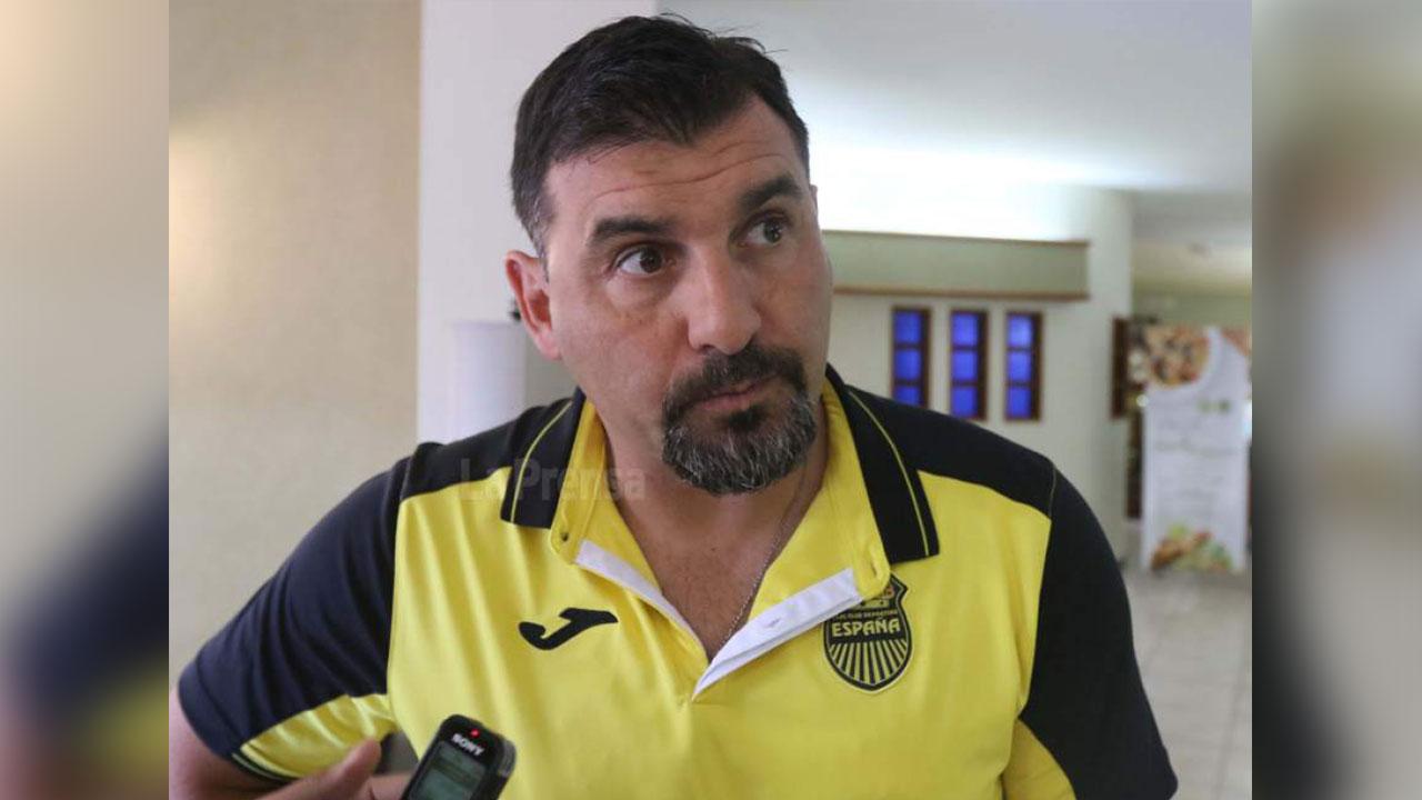 """""""Tato"""" García renuncia como entrenador del Real España"""