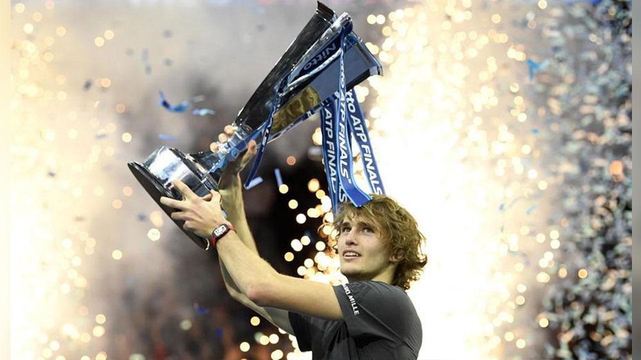 Con 21 años, Alexander Zverev sorprende a Djokovic y gana el Masters en Londres