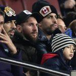Messi, Piqué y Suárez, en la grada del Camp Nou con sus primogénitos
