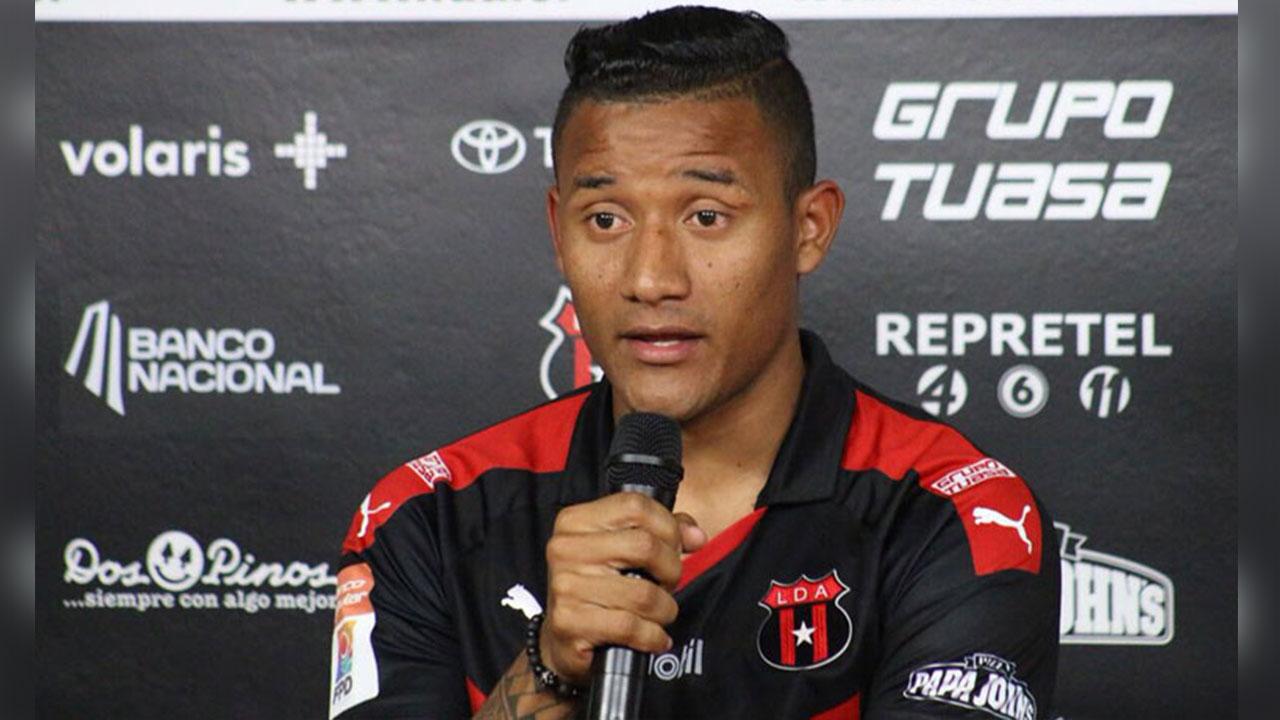 Luis Garrido renueva por tres años más con Alajuelense