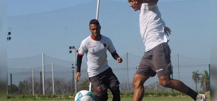 Alex López se recupera de la lesión y ya entrena con Alajuelense