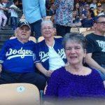 Aficionada muere tras recibir pelotazo en partido de los Dodgers