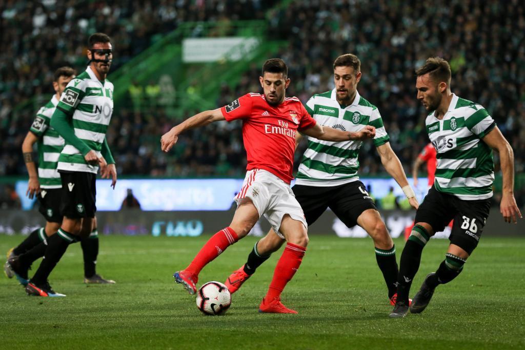 Benfica golea al Sporting en el derbi y mete presión al Oporto