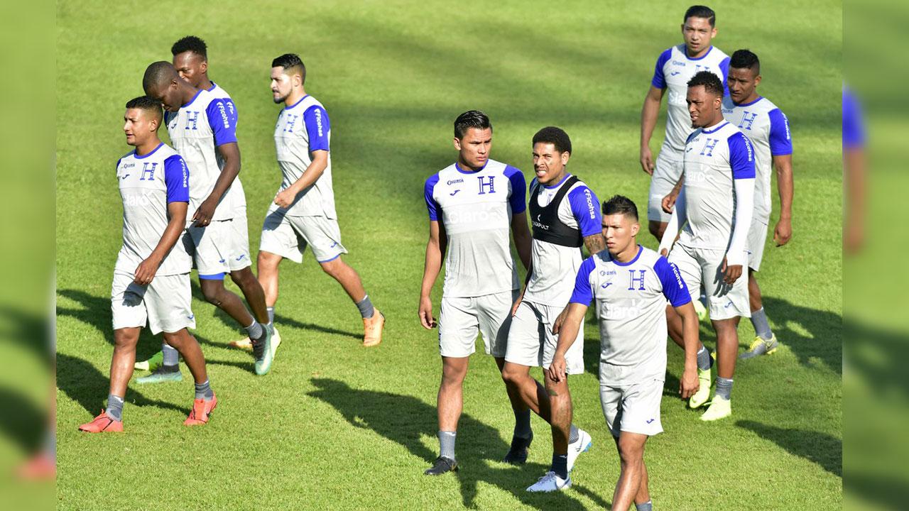 Fabián Coito a su primer examen con Honduras