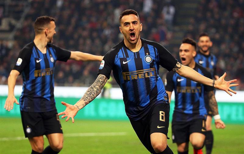 El Inter gana el derbi de Milan