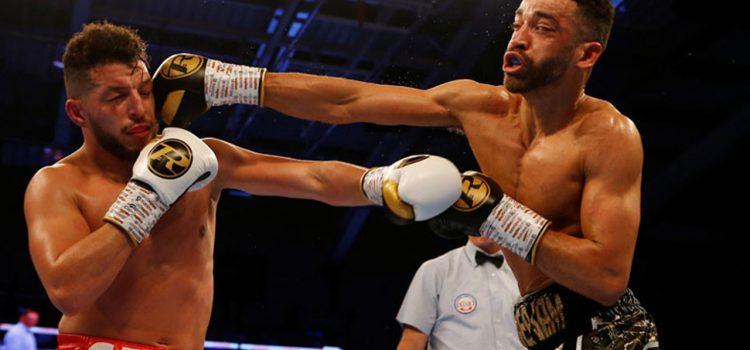 Boxeador se burla de su rival en pleno combate y termina noqueado (VÍDEO)