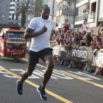 Usain Bolt gana una carrera a un mototaxi (VÍDEO)