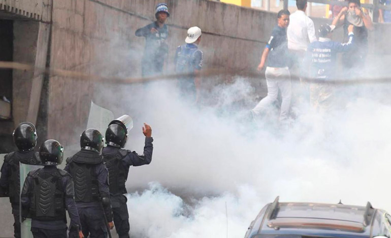 Vandalismo en el Estadio Nacional: Disparos y piedras entre barras de Motagua y Marathón