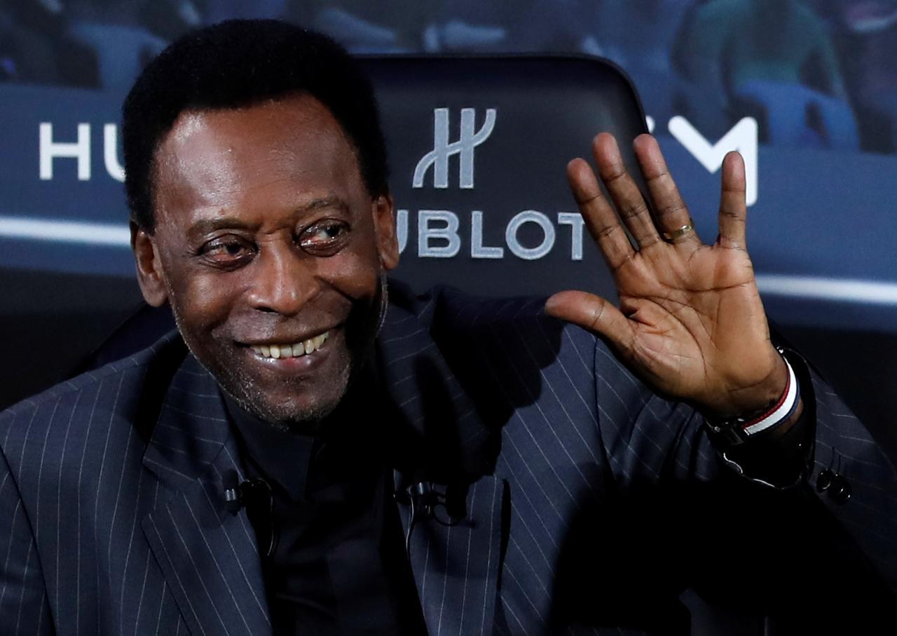 Pelé fue operado con éxito de un cálculo renal