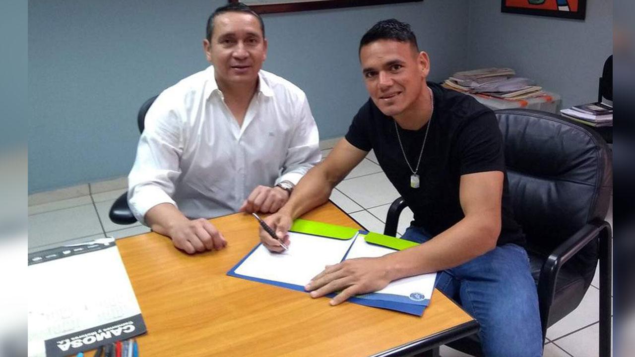 Motagua renueva contrato al paraguayo Roberto Moreira