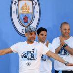 Pep Guardiola desatado durante el festejo del Manchester City (VÍDEO)
