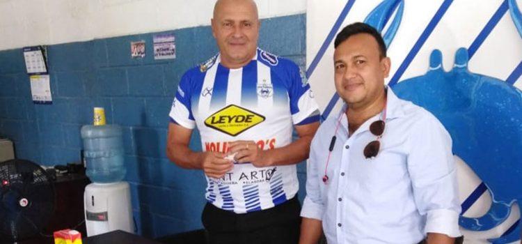 Victoria presenta a Wilmer Cruz como nuevo entrenador
