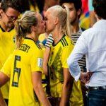 La historia del beso entre dos jugadoras en el mundial de Francia