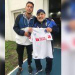 Diego Maradona recibió la camisa del Olimpia de Pedro Troglio