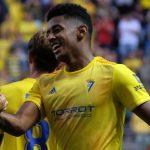 «Choco» Lozano vuelve a marcar en victoria del Cádiz