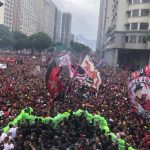 Eufórica celebración del Flamengo en Río de Janeiro después de ganar la Copa Libertadores
