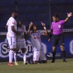 Olimpia golea 3-0 a Lobos de la UPNFM y el domingo podría coronarse campeonísimo