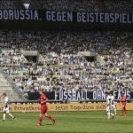 Unas 12 mil figuras de cartón «animaron» al Borussia Gladbach en el Borussia Park