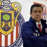 Luis Fernando Tena, técnico de las Chivas, es positivo por COVID-19