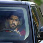 Luis Suárez se despide de sus compañeros y sale llorando de la sede del Barcelona
