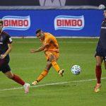 Maynor Figueroa titular en la goleada del Houston Dynamo ante el Chicago Fire