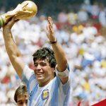60 años de Diego Maradona: El astro del fútbol que gambetea la vida