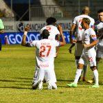 Olimpia vence 3-1 a Motagua y pone un pie en la finalísima