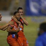 Lobos logra su primera victoria con doblete de Carlos Róchez y hunde al Real de Minas