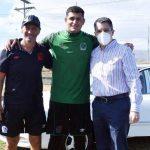 Pedro Troglio rifa un vehículo entre los jugadores de Olimpia y Harold Fonseca es el ganador
