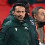 Árbitro del PSG-Basaksehir acusado de racismo es suspendido hasta final de temporada