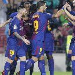Barcelona rescata punto en partido polémico