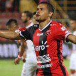 Alajuelense rescata empate con triplete de Roger Rojas